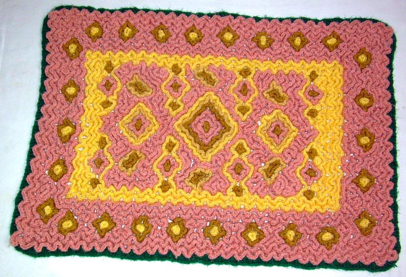 Вязание ковра на сетке